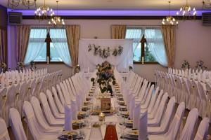 nakryty stół weselny