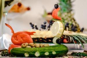 ozdobione potrawy na stole