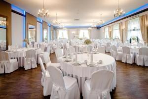 sala weselna stoły i krzesła