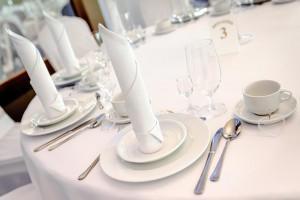 stół weselny zastawa